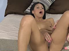 Sexy mature Latina satisfies herself in front of the camera