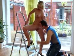 Blonde helps the craftsman