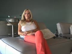 Horny milf in yoga trousers